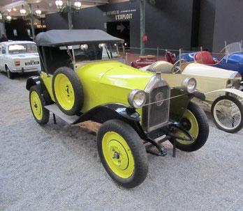 Een Mathis TY Cabriolet (1933-1934).