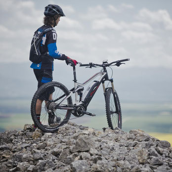 e-Mountainbike Unterschiede werden Ihnen in der e-motion e-Bike Welt in Bonn erklärt. Lassen Sie sich beraten!