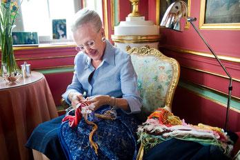 Dänemars Königin Margrethe II. stickt leidenschaftlich. Foto: PR/Leif Tuxen