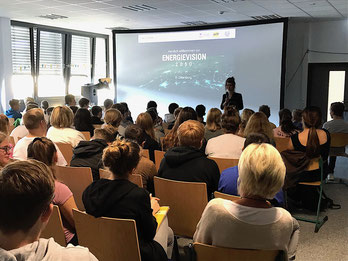 """Energievision 2050 in der Aula mit dem Verein """"die Multivision""""."""