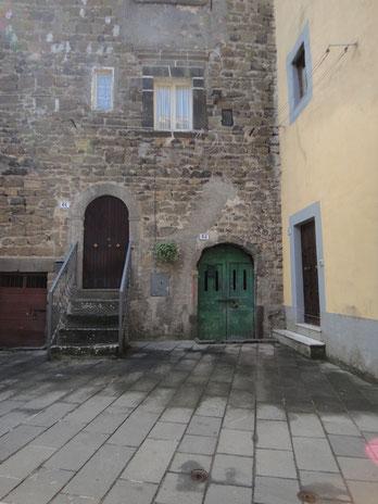 イタリアの窓やドアって、なぜバラバラなのにかっこいいのだろう。