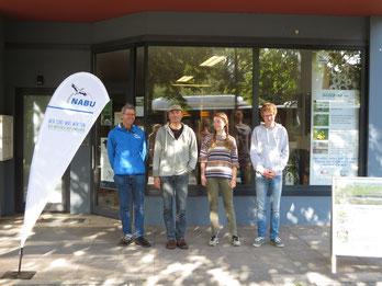 Immer wieder konkrete Projekte: Beispielsweise haben wir einen ganzen Sommer lang Nisthilfen für Mauersegler in Oldenburg verteilt.