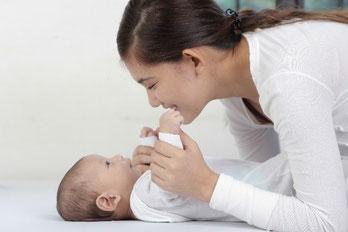 ベビーベッド完備の個室フィッティングルームをご用意。赤ちゃん連れには安心。