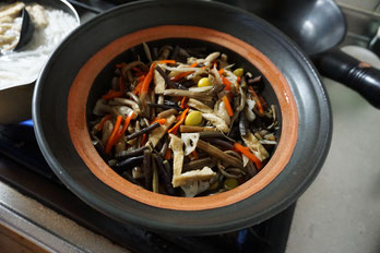 仲本律子 茨城県笠間市 陶芸作家 女性陶芸家 土鍋作品 土鍋 ブログ 土鍋料理 炊き込みご飯 炊飯