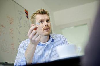 Christian Stromsted hat eine 15-jährige Berufserfahrung in der Hörmittelbranche.
