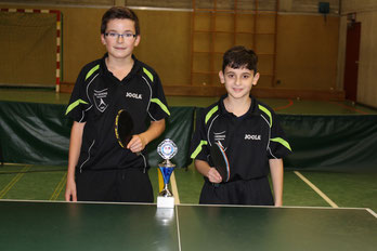 Kevin Rinschede (links) gewinnt die Kreisrangliste vor Gianluca Caramzza (rechts)