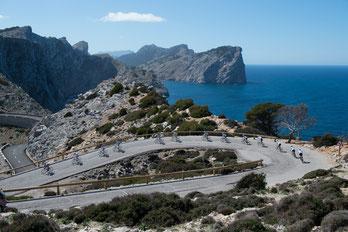 Das Team-TOUR des Jahres 2015 am Cap Formentor (Mallorca) unterhalb des Leuchtturmes.                                    (Photo: Uwe Geißler/TOUR)