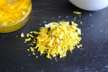 Zitronenöl selber machen - Zitronenschale in Öl einlegen