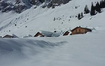 Alp Musenalp liegt im Schnee, März 2018.