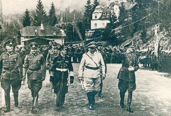 Wilhelm Keitel (1892–1946), Walther von Brauchitsch (1881–1948), Erich Raeder (1876–1960), Hermann Göring (1893–1946) und Adolf Hitler (1889–1945) im April 1941 am Bahnhof Mönichkirchen.