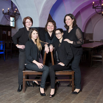 hinten links: Sonja Enzbrunner, Petra Knon, Renate Schreiner l vorne links: Caroline Holler, Ramona Schwarzmeier