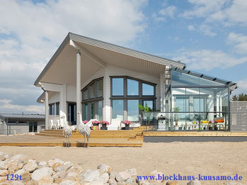 Massivholzhaus als Einfamilienhaus -Moderne, umweltfreundliche Blockhaus Architektur - Blockhausbau