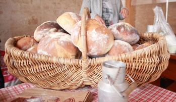 Boules de pain cuit au four à bois dans les Deux-Sèvres