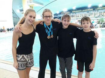 Lena als begleitende Trainierin, Mathis, Kilian, Erik. Die VfL Schwimmer sind leider nicht auf dem Foto.