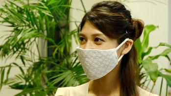 2020ミス・インターナショナル日本代表の寺内千穂さんが着けるIZUHARAの夏の爽やかマスク・アジサイ柄