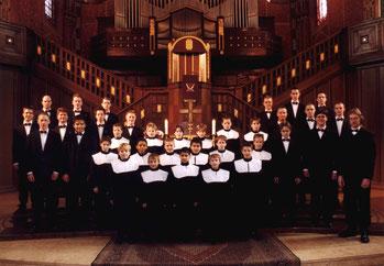 Offizielles Chorbild mit Roman Twardy  (1. v. r.) 2001