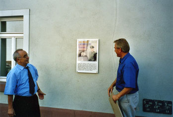 Bürgermeister Bernd Rohde u. Hans-Ulrich Halwe: Burgtor 2003, Sammlung Online-Museum Bad Nauheim