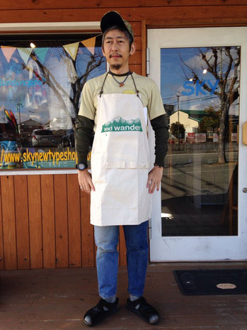 and wander(アンドワンダー)printed canvas apron