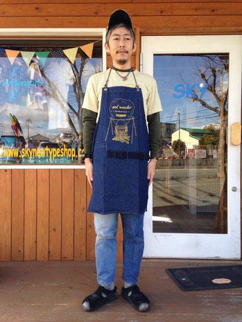 and wander(アンドワンダー)printed denim apron