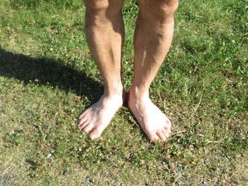 歩行にふらつきの原因は、浮き指と頭のねじれ