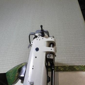 ミシンで反対側も縁を縫いつけて仕上げていきます