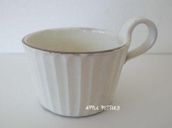 粉引のカップ。『しのぎ』が施されています!