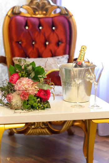 Liebeshotel Urania, Champagner, Packages, Stundenhotel, Überraschung