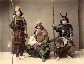 Bushi (guerrieri) detti anche Samurai (colui che serve, servitore)