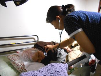 訪問看護 - 訪問の様子(聴診)