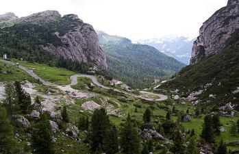 strada al Passo Falzarego