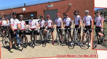 Les dix coureurs du club avant le départ au Pôle Mécanique