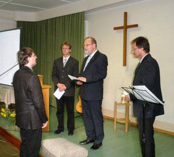 Prediger Frank Feldhusen wird in sein Amt eingeführt