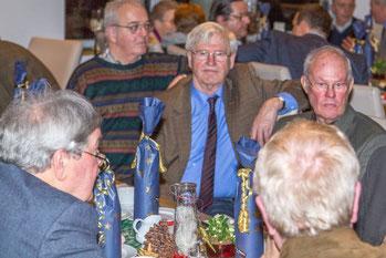 Hans-Otto Boie wird für 45 Jahre Mitgliedschaft ausgezeichnet