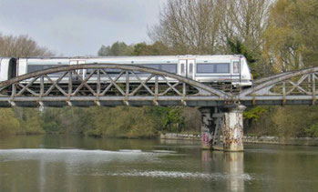 A trail Chiltern Railway's train crossing the Thames near Littlemore, Oxford on the Morris Cowley freight only branch line.  November 2014.  Photo: John Stretton/Rail Magazine.