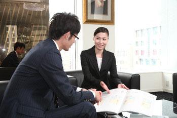 人材紹介会社のコンサルタントと面談している画像