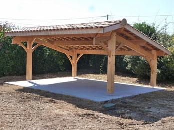 Auvergnemobois rélise tous les ouvrages charpentés et aménagements exterieurs: carport, pergola, auvent, marquise, abri de jardin, poolhouse