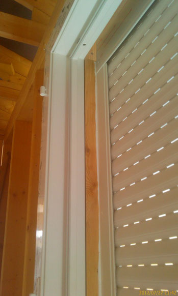 Auvergnemobois réalise la pose de tous types de menuieries extérieures et intérieures: menuiseries bois, menuiseries pvc, menuiseries alu, porte de garage, volets roulants, brise soleil orientable