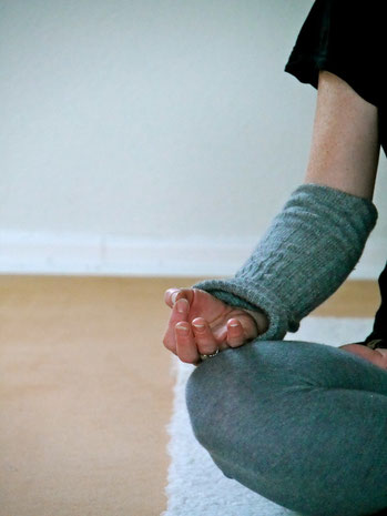 Chin-Mudra: Geste des Bewusstseins und Wissens