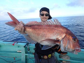 日本海で釣った、大きな鯛。