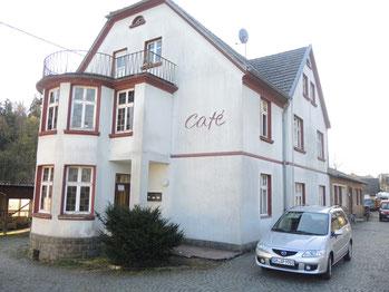 Das frühere Cafe Ley. Seit Jahren ein Flüchtlingsheim in Harscheid. (Bild: ks)
