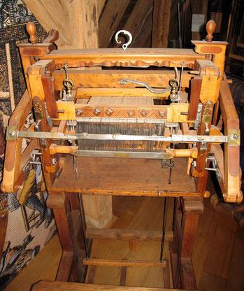 Strumpfwirkerstuhl (Handkulierstuhl) Quelle: Wikibedia