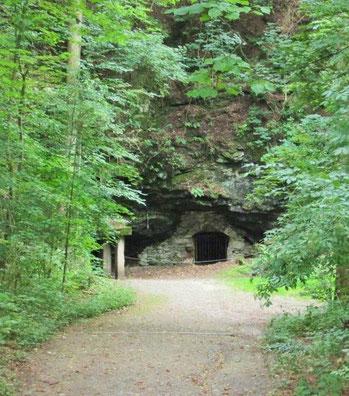 Hier geht es zum Eingang der Felsendome