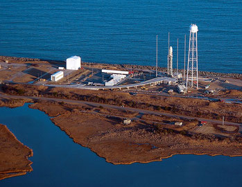 Visione aerea della base spaziale di Wallops Island in Virginia.