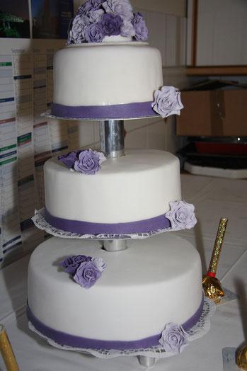 Hochzeitstorte Lila Blumen 3stöckig