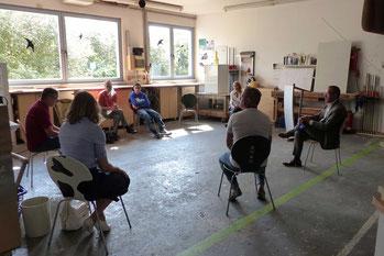 Über eine Stunde diskutierten die Teilnehmer im einem Stuhlkreis über aktuelle Themen.