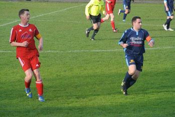 Die Kapitäne des Spiels. Jan Kuhn (SFC, links) und Ronny Becker (ESV Lok, rechts)