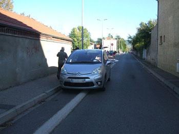 Pour lutter contre les incivilités, faut-il supprimer la piste ou l'auto ?