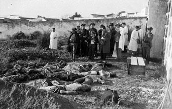 Imagen con los cuerpos aún en el suelo de personas abatidas horas después de finalizar el suceso.