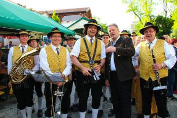 Der MV Stammersdorf mit Minister Rupprechter