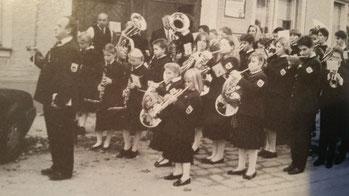 Jugendblasorchester am Tag der Blasmusik in Stammersdorf, Foto: Archiv, 10 Jahres-Festschrift